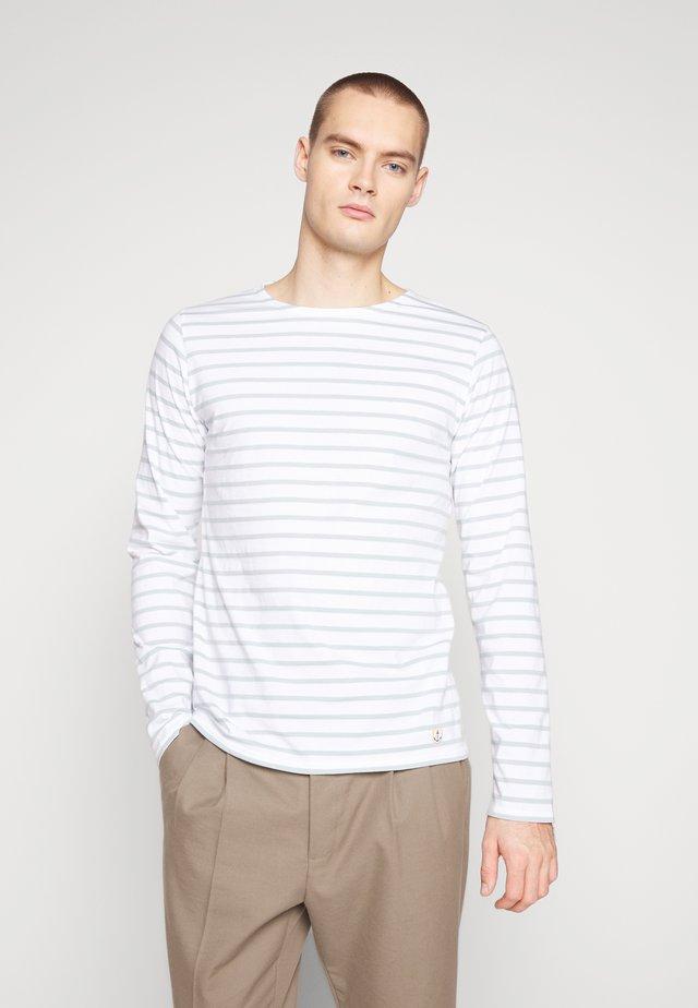 PLOZÉVET TEE - Long sleeved top - blanc/marsouin