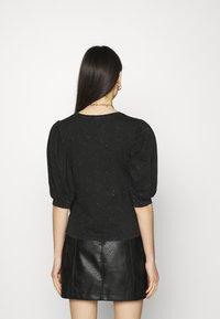 ONLY - ONLLUCILLA LIFE MIX PUFF - Print T-shirt - black - 2