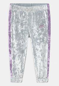 Nike Sportswear - CRUSHED TRACK SET - Tracksuit - pure platinum - 2