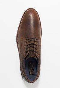 Bullboxer - Sznurowane obuwie sportowe - brown - 1