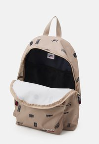 Tommy Jeans - CAMPUSDOME BACKPACK PRINT UNISEX - Ryggsäck - beige - 2