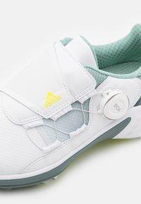 adidas Golf - W ZG 21 BOA - Golfové boty - footwear white/acid yellow/haze green - 5