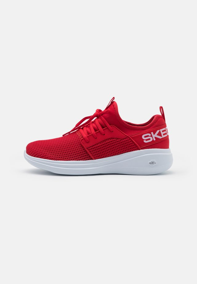 GO RUN FAST VALOR - Scarpe running neutre - red