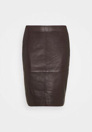 CECILIA - Leather skirt - chocolate plum