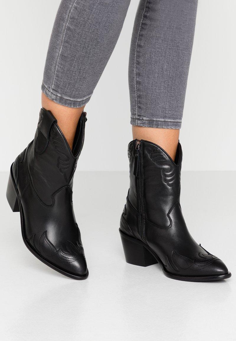 Toral Wide Fit - Cowboy/biker ankle boot - eliseo