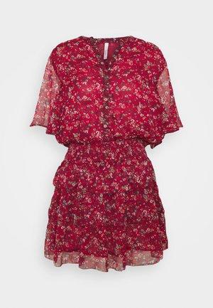 AMELIA - Vestido informal - red
