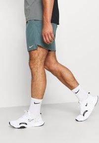 Nike Performance - CHALLENGER SHORT  - Korte sportsbukser - hasta - 3