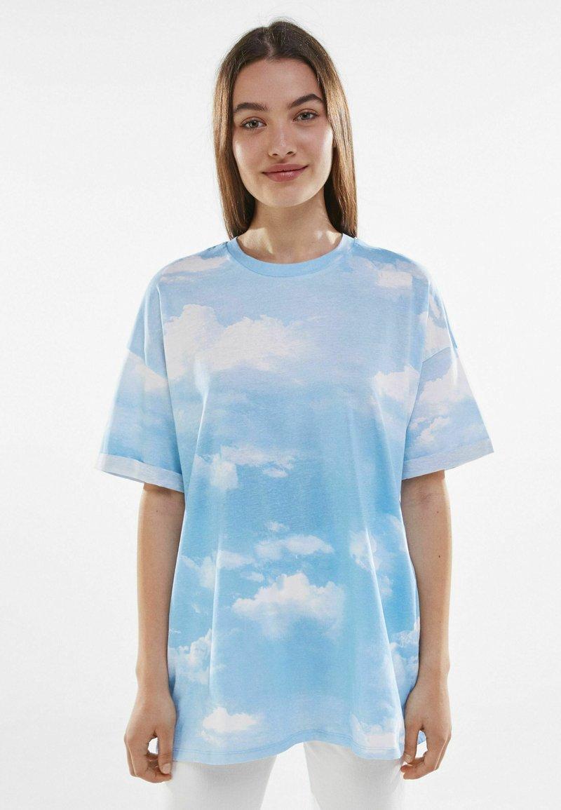 Bershka - Print T-shirt - light blue