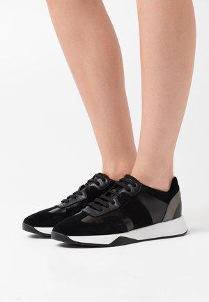 SUZZIE - Zapatillas - black