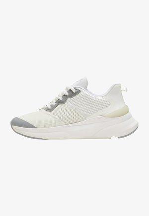 REACH LX  - Sneakers - white