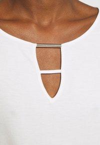 s.Oliver BLACK LABEL - Basic T-shirt - soft white - 5
