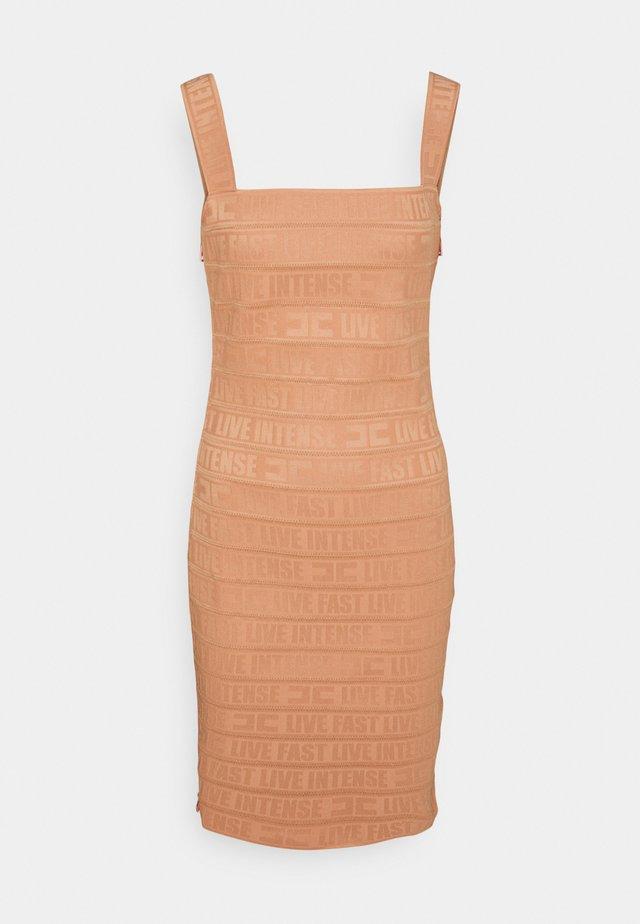 Sukienka z dżerseju - rose gold