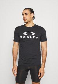 Oakley - BARK - Print T-shirt - black - 0