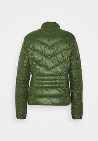 Vero Moda Tall - VMSORAYASIV SHORT JACKET - Light jacket - black forest - 1
