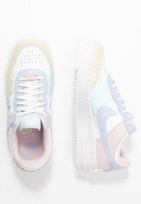 Nike Sportswear - AIR FORCE 1 SHADOW - Joggesko - summit white/ghost/glacier blue/fossil/barely rose - 1