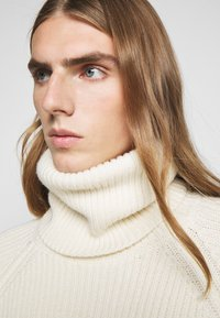 GCDS - TURTLENECK SWEATER - Jumper - white - 3