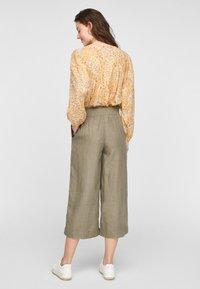 s.Oliver - Trousers - summer khaki melange - 2