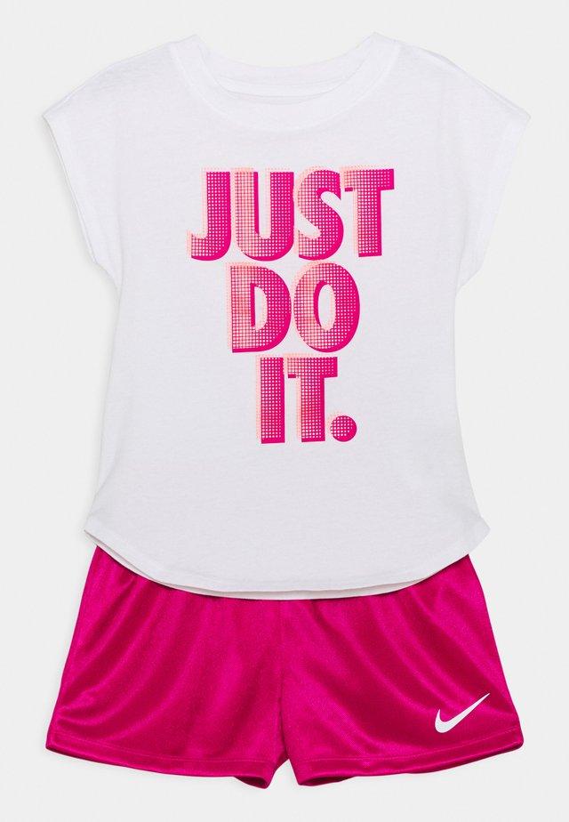 GRAPHIC SET - Camiseta estampada - fireberry