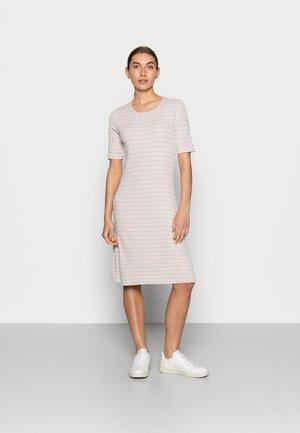 ITTAKA DRESS - Sukienka z dżerseju - peach