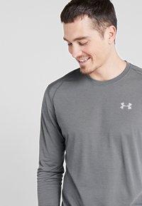 Under Armour - STREAKER LONGSLEEVE - Sports shirt - pitch gray/reflective - 3