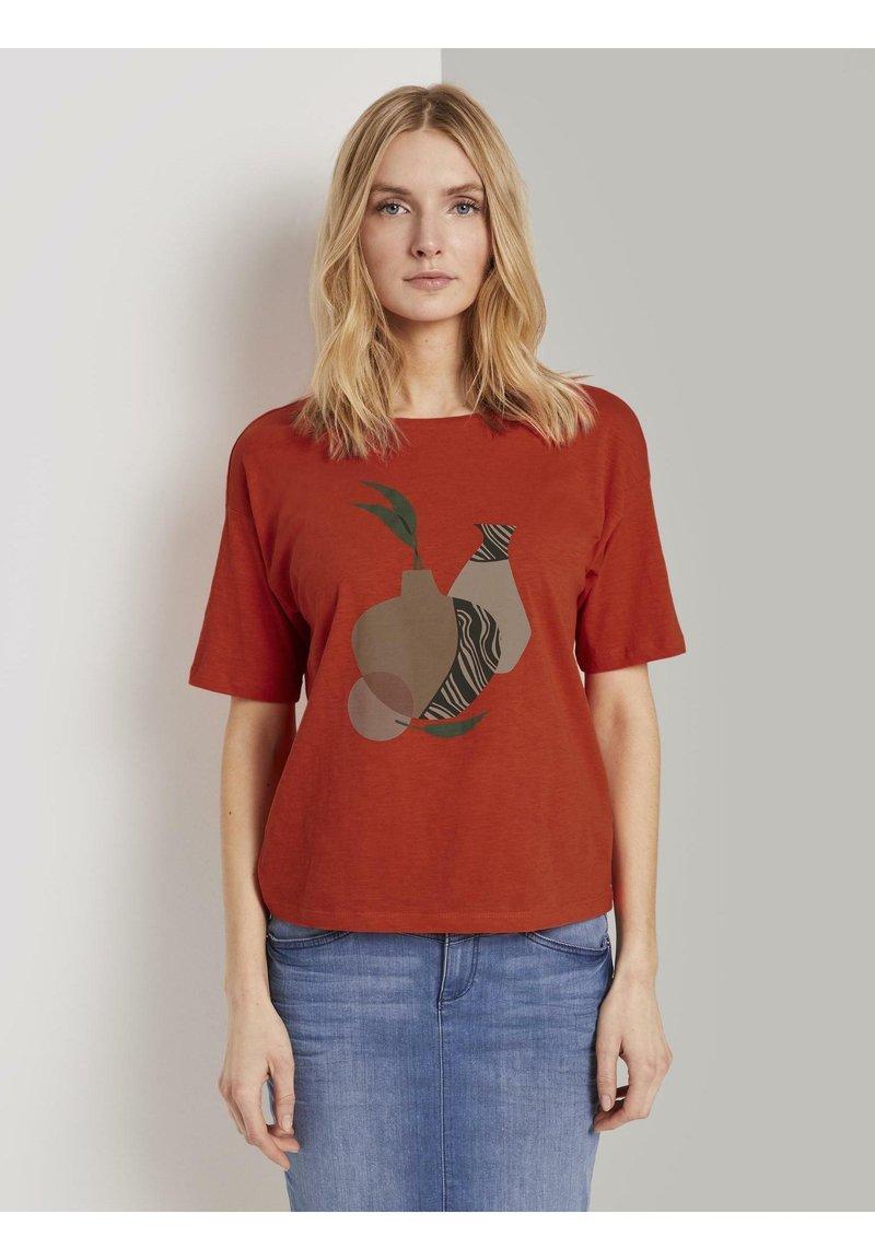 TOM TAILOR - FRONTPRINT OVERSIZED - Print T-shirt - strong flame orange