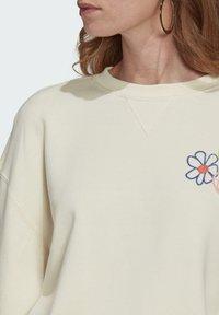 adidas Originals - ADICOLOR ESSENTIALS SWEATSHIRT - Sweatshirt - white - 4