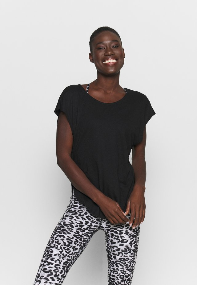 ACTIVE SCOOP HEM - T-shirt basic - black