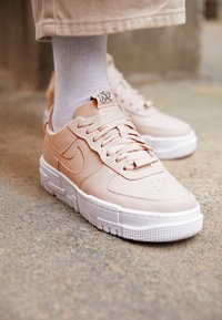 Nike Sportswear - AIR FORCE 1 PIXEL - Tenisky - particle beige/black - 2