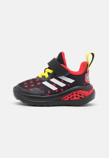 FORTARUN SUPERHERO UNISEX - Neutral running shoes - core black/footwear white/vivid red