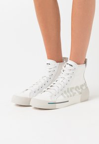 Diesel - DESE S-DESE MID CUT W - High-top trainers - white - 0