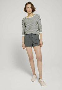 TOM TAILOR DENIM - STRIPED - Sweatshirt - green white structured stripe - 1