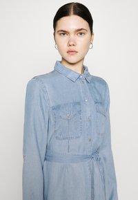 Vero Moda - VMVIVIANAMIA REGULAR DRESS - Denim dress - light blue - 4