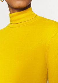 Benetton - TURTLE NECK - Long sleeved top - mustard - 5