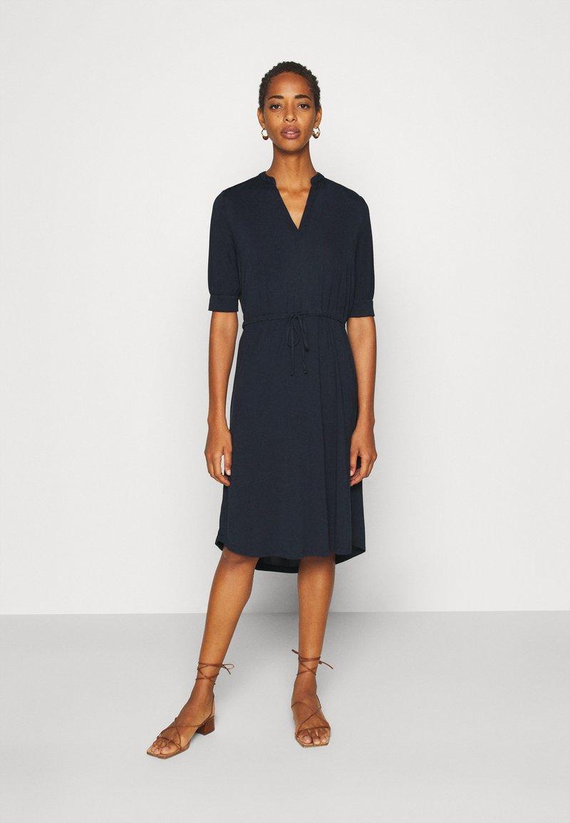 Selected Femme Tall - SLFMIE-DAMINA DRESS TALL - Day dress - dark sapphire