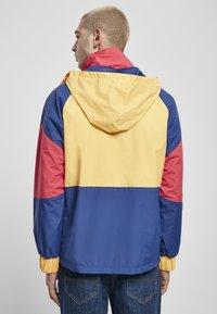 Starter - MULTICOLORED LOGO - Kevyt takki - red/blue/yellow - 2