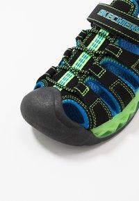 Skechers - FLEX-FLOW - Chodecké sandály - black/blue/lime - 5