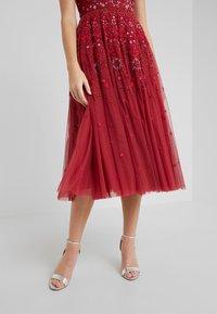 Needle & Thread - SNOWFLAKE PROM DRESS - Koktejlové šaty/ šaty na párty - cherry red - 4
