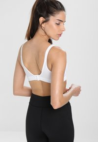 triaction by Triumph - WELLNESS  - High support sports bra - white - 2