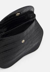 Little Liffner - PEBBLE MICRO BAG - Across body bag - black - 3