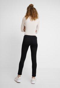 Pepe Jeans - LOLA - Skinny džíny - black denim - 2