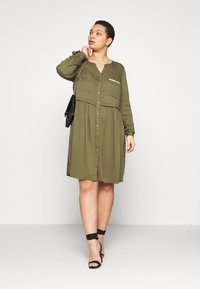 ZAY - YFIERCE  DRESS - Robe chemise - rifle green - 1