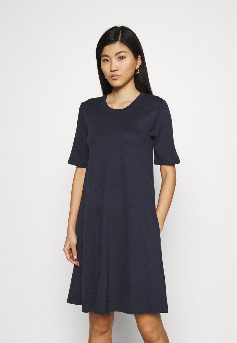 GANT - A LINE DRESS - Jersey dress - evening blue