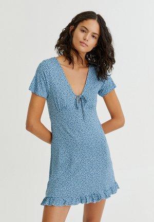 MIT VOLANT AM SAUM - Denní šaty - light blue