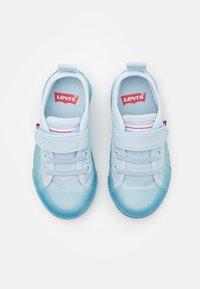 Levi's® - MAUI UNISEX - Trainers - light blue - 3