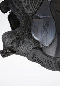 Reebok Classic - ZIG KINETICA II UNISEX - Sneakersy niskie - black/grey - 12