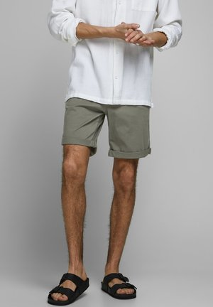 CHINOSHORTS KLASSISCHE - Shortsit - dusty olive