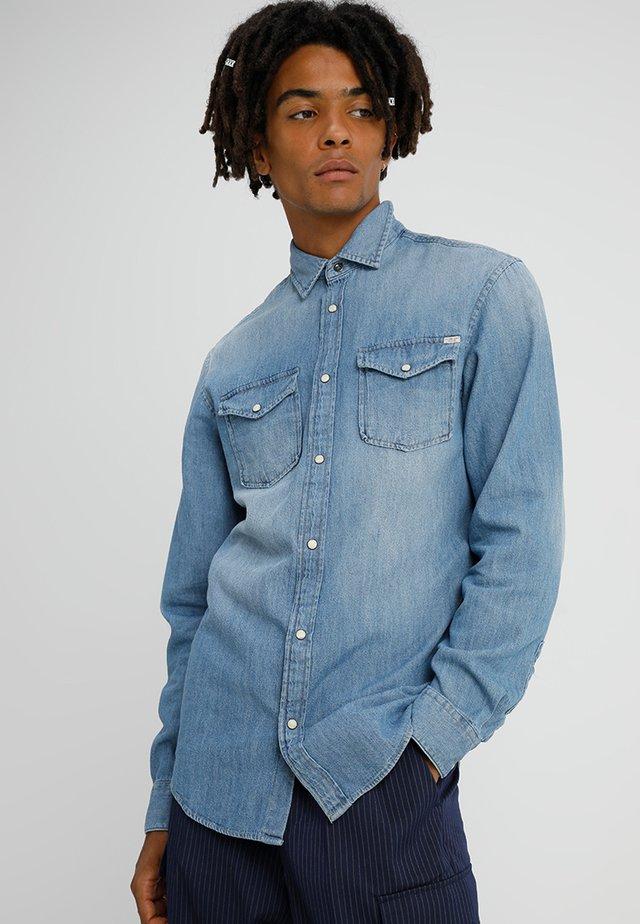 JJESHERIDAN SLIM - Shirt - medium blue denim