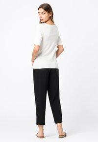 HALLHUBER - Basic T-shirt - off white - 2