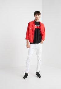 HUGO - DOLIVE - T-shirt con stampa - black - 1