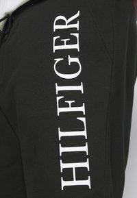 Tommy Hilfiger - Shorts - black - 4